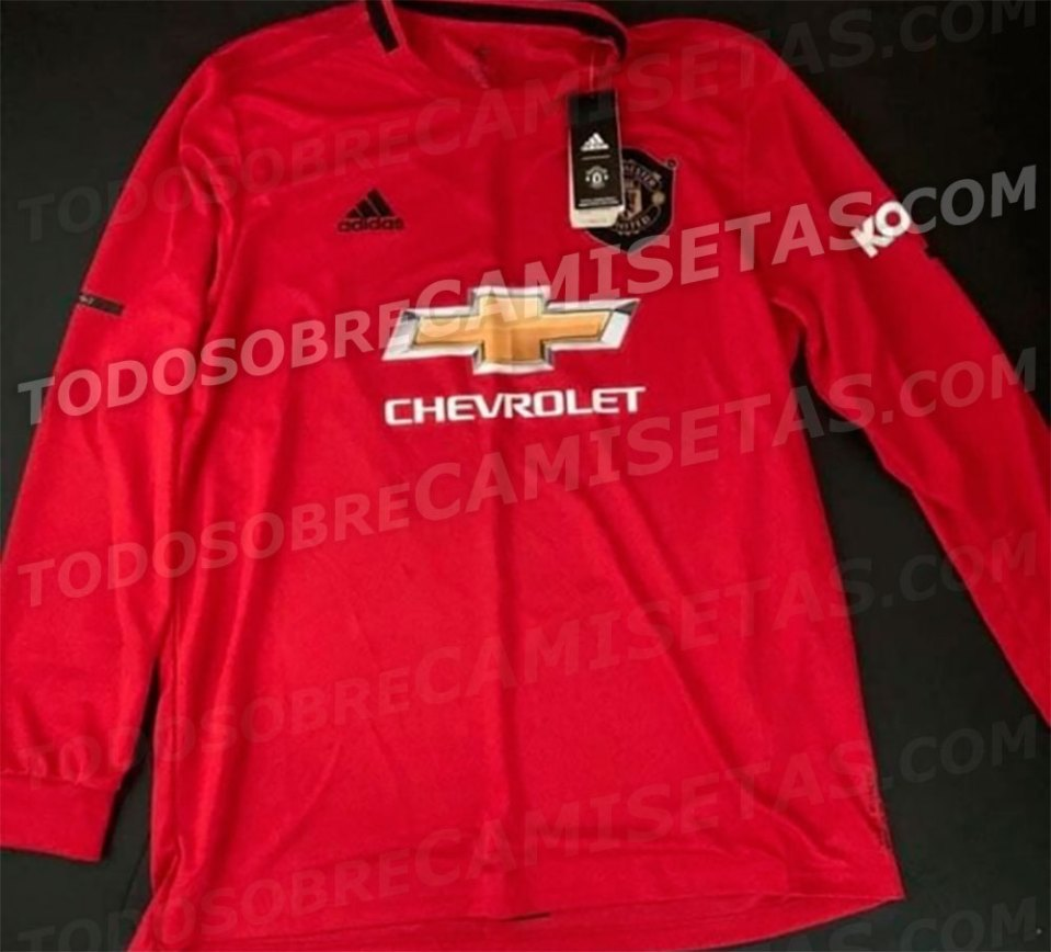 United Pay Classy Tribute To 1999 Treble Winners In Next